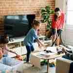 melibatkan anak dalam pekerjaan rumah tangga
