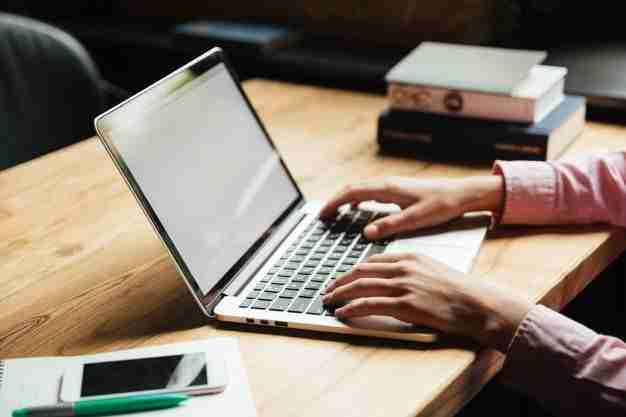 aturan menggunakan media sosial bagi para pekerja